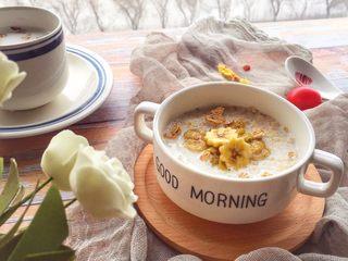辅食10M➕:香蕉牛奶燕麦粥,香蕉和燕麦搭在一起非常好喝哦