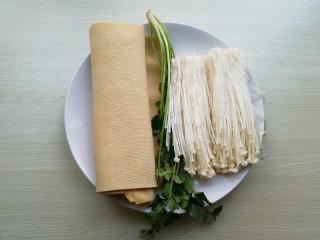 【豆皮金针菇卷】,准备好所需材料,香菜洗净