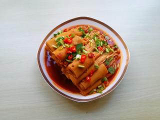 【豆皮金针菇卷】,盛出转圈码在盘内,撒上香菜段和辣椒圈即可