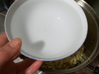 红糖姜汁软糖,加入三碗水