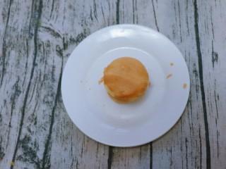 宝宝辅食  松软好吃的肉松贝贝,两片重叠。