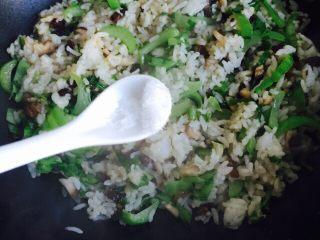 温州风味美食~炒芥菜饭,出锅前加少许的味精提鲜