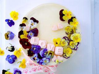 三色堇鲜花慕斯蛋糕(6寸)
