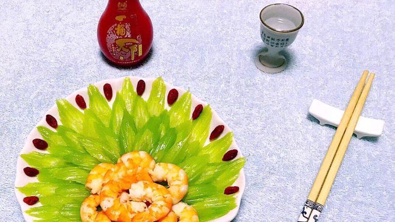 蒜蓉西芹炒虾仁,来瓶美酒别有一番滋味