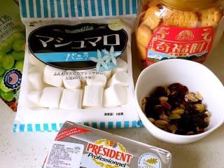 愿你能繁花似锦☞抹茶草莓雪花酥,准备材料。