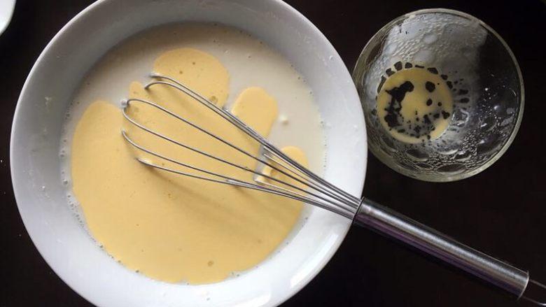 黄桃糯米糍,加入融化的黄油。