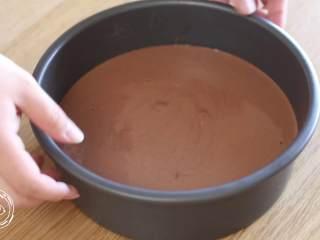 巧克力蛋糕18m+宝宝辅食,颠几下,震出大气泡