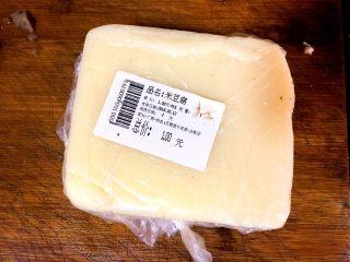 酱香米豆腐,一块米豆腐洗净备用