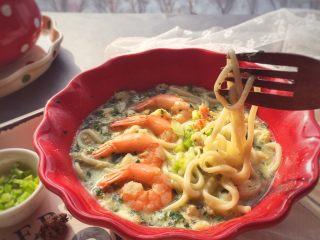宝宝辅食10M➕:菠菜虾仁鸡蛋面,可以多做一点,麻麻也要一起享用哦~