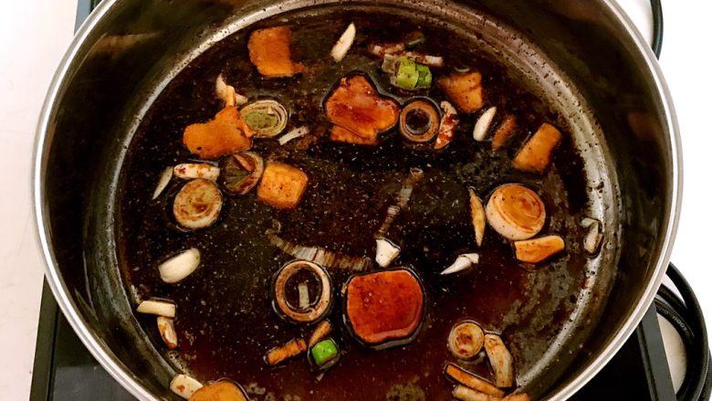 红烧鳊鱼,翻炒均匀