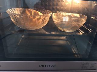 南瓜双色馒头,放入温暖处发酵,冬天烤箱35度发酵一小时左右