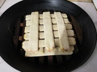 年味+家乡味荤济(千张卷肉馅),放入蒸锅大火蒸十分钟焖三分钟