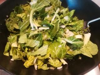 年味~腊肠青菜饭,倒入切好的青菜。