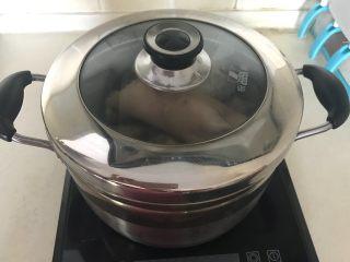 红油猪耳,盖上锅盖大火烧开后小火慢烧40分钟