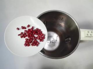 年味+春光乍泄香菜杂粮米糊,捞出红豆放入豆浆机里面
