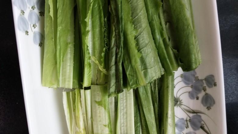 响油油麦菜,切成段