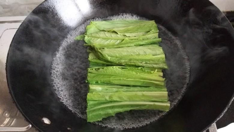 响油油麦菜,水烧开