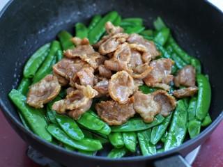 荷兰豆炒肉,再放入炒好的肉片