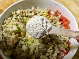#春节健康菜#财源滚滚虾滑酿香菇,放入一勺淀粉