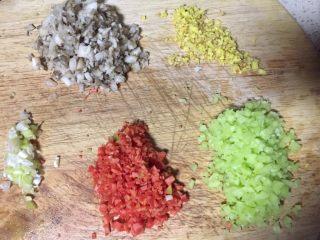 #春节健康菜#财源滚滚虾滑酿香菇,把图三食材全部切成细丁