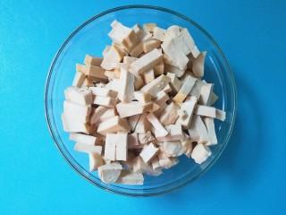 暖色系-五彩斑斓彩椒豆腐干,豆腐干切成丁