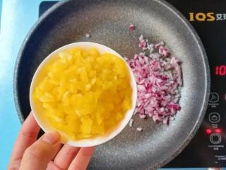 暖色系-五彩斑斓彩椒豆腐干,再倒入彩椒颗粒炒香