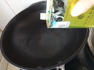 虾仁时蔬焗饭,热油锅