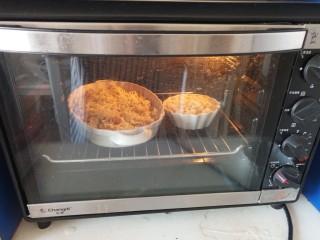 虾仁时蔬焗饭,入烤箱180°烤5分钟即可