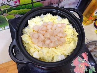 春风十里~塔吉锅二仙戏珠 ,如图所示,将仙贝肉铺在中间位置