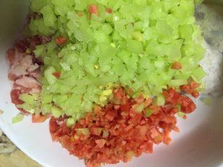 #春节健康菜#财源滚滚虾滑酿香菇,全部放入虾滑碗里