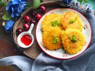 蛋香米饼,可以配上些番茄酱吃,口感更赞哦