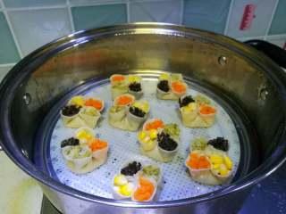 四喜蒸饺,盖上盖蒸大火10分钟左右即可。