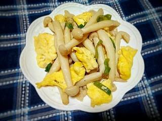 海鲜菇炒蛋,成品。