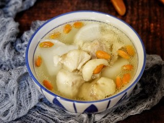 枸杞萝卜羊肉汤,营养美味~~