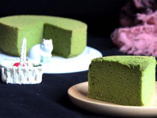 抹茶戚风蛋糕,切开的蛋糕更漂亮。