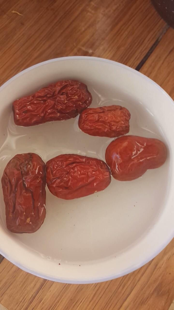 红薯甜汤,将<a style='color:red;display:inline-block;' href='/shicai/ 2470'>红枣</a>清洗干净