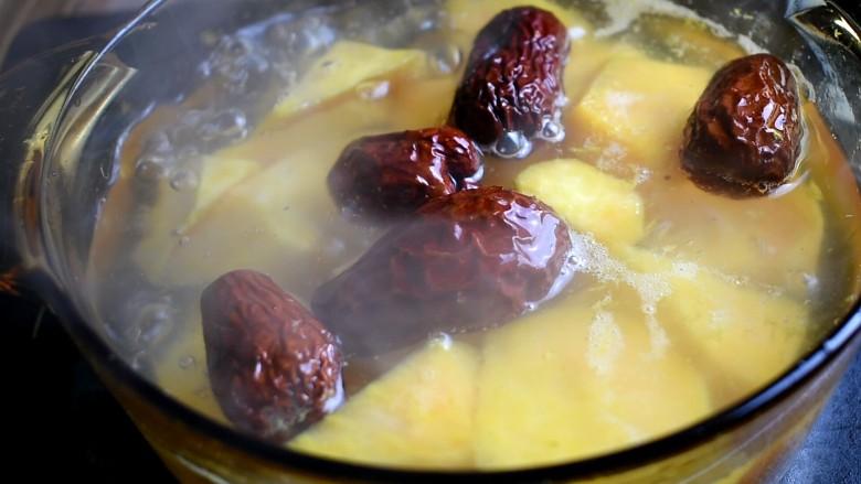 红薯甜汤,然后放入红枣,也可以把枣核去掉