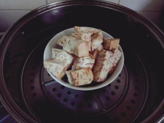 芋泥柿饼,准备芋泥馅料,荔浦芋去皮切块冷水上锅蒸25min