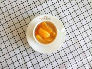 糖水桔子,冷藏后,装盘,可以食用咯。