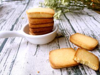 炼乳小饼干(适合新手),浓浓的奶香,甜度适中,酥脆可口,保存方式:密封,室温保存,保质期20天左右,不可冷藏不可冷藏不可冷藏