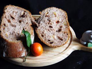 粗粮健康面包,冷却后,切开的面包同样萌萌哒。这种面包深受大家的喜欢,粗粮健康的面包是我的首选!