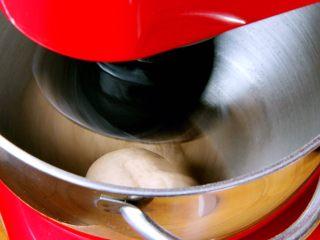 粗粮健康面包,厨师机搅拌20分钟。