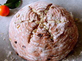 粗粮健康面包,用美工刀划三刀,造型就出来了。