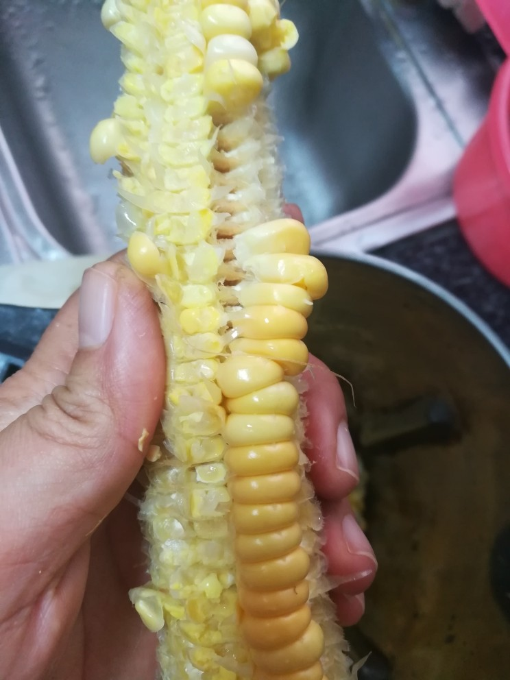 香喷喷的玉米浓浆,看,快掰完了。