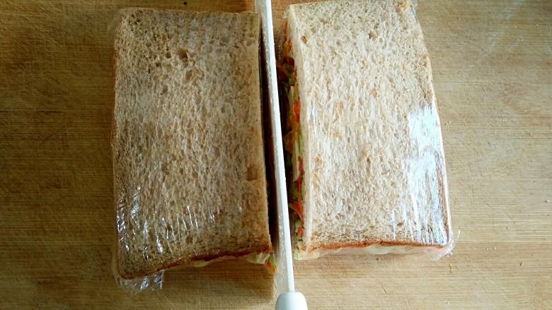 沼三明治,从中间切开即可。