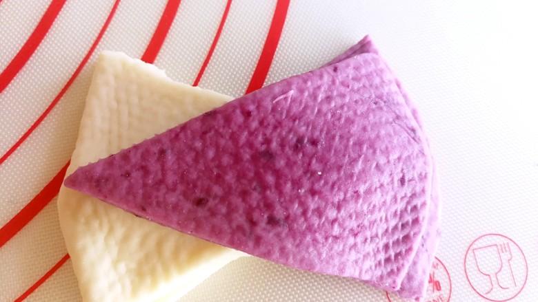 双色花卷~让孩子爱上吃饭,一共摆放八层,四个白色的,四个紫薯的