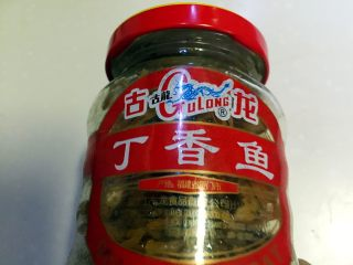 凉拌油麦菜,准备丁香鱼罐头