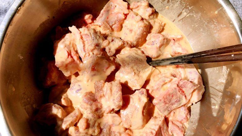 蒜香排骨,搅拌均匀,搅拌好呈这种状态