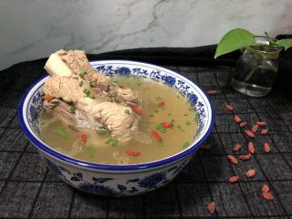 清爽大骨汤,清爽不油腻,营养又美味!
