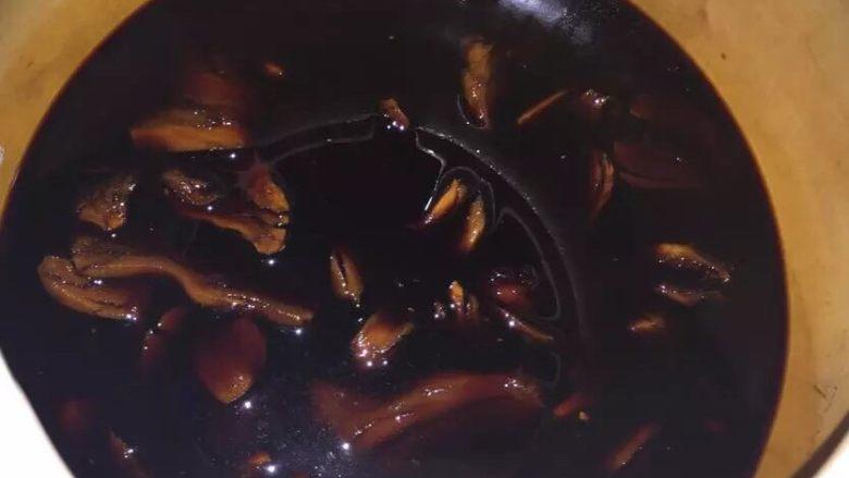 女生都要吃的猪脚姜,不猴急的同学可以提前几天准备汤底 多泡几天更入味 (我泡了5天)